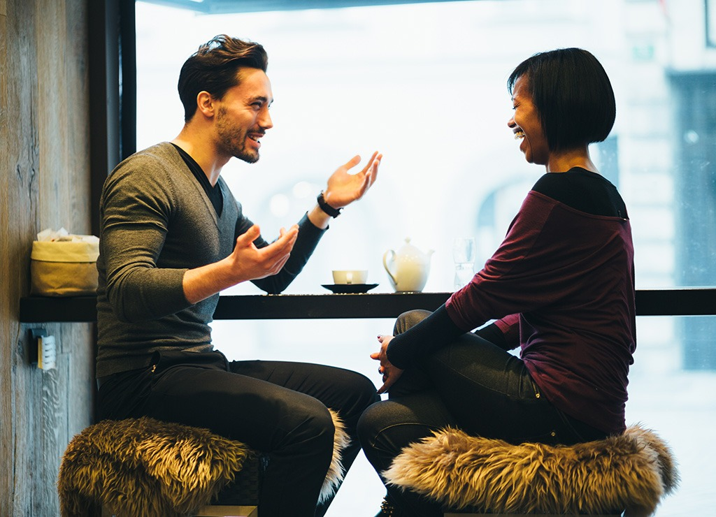 couple-on-tea-date